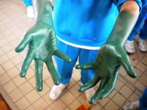 手はこんなふうになります。