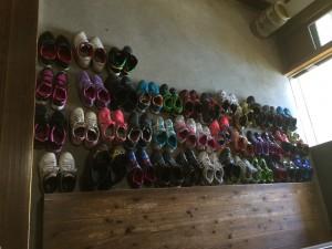 玄関にきれいに並べた靴!さすが6年生!