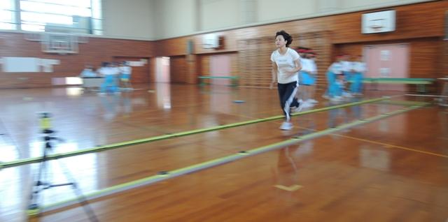 10mダッシュ!速い!坂上先生。