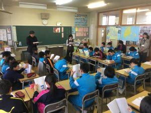 新湊中学校の先生にテーマに関わる体験談をしていただきました